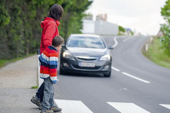 横断歩道で一旦停止しないと交通違反になります!